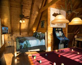 City Bear Pigeon Forge Cabin
