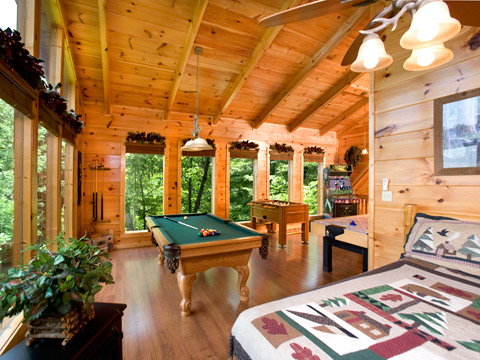 Pigeon forge cabin rentals bear 39 s den for Pigeon forge cabin coupons